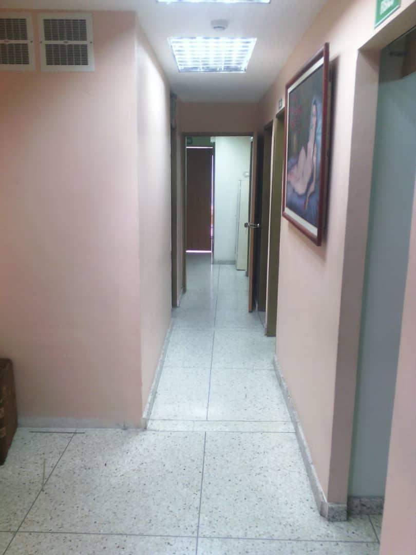 comercial en alquiler centro de bqto jm 20-2227 04145717884