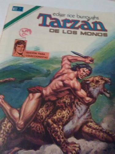 comic tarzán, lucha contra los peligros de la selva.