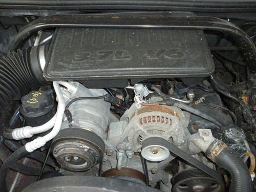 commander 2007,accidentada,4x2, motor 3.7 excelente partes