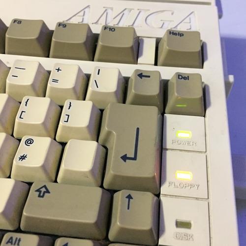 commodore 16 64 128 vic20 amiga 500 2000 reparacion servicio