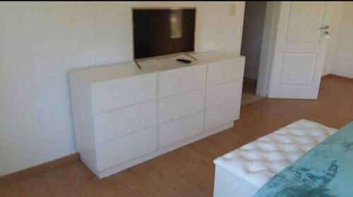 cómoda 170 x 80 x 42 + 2 mesas de luz con tres cajones