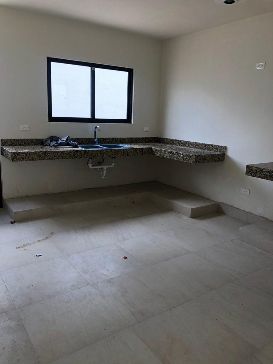 comoda casa 3 habitaciones con piscina en privada conkal