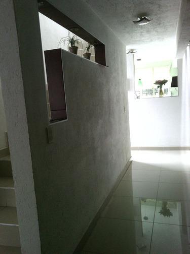 cómoda casa 3 recámaras 2 y medio baños, sala, comedor