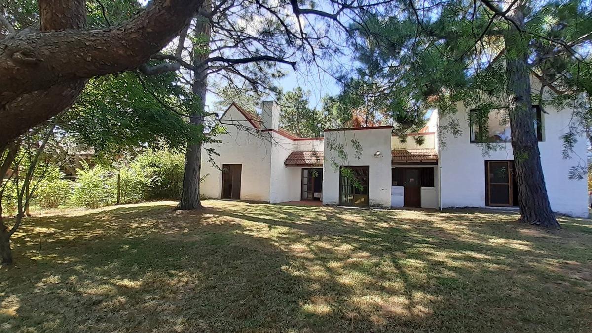 cómoda casa amplio terreno y parrillero en punta del este
