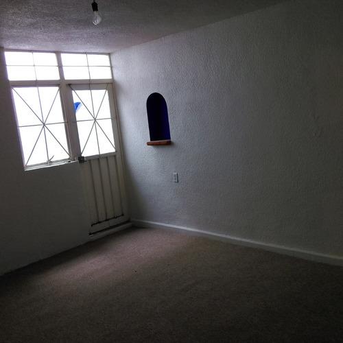 comoda casa con muy buenos espacios