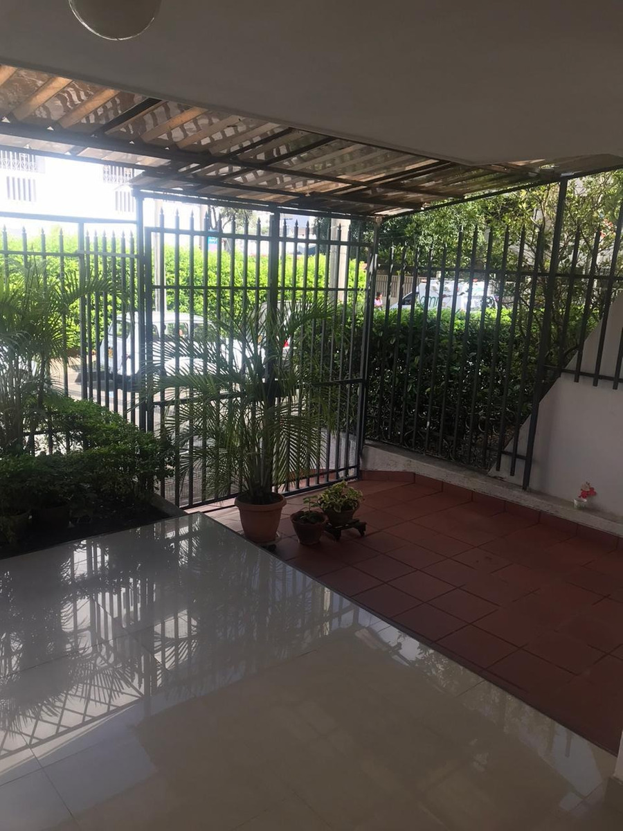 comoda casa de 3 habitaciones, terraza con jardin y patio