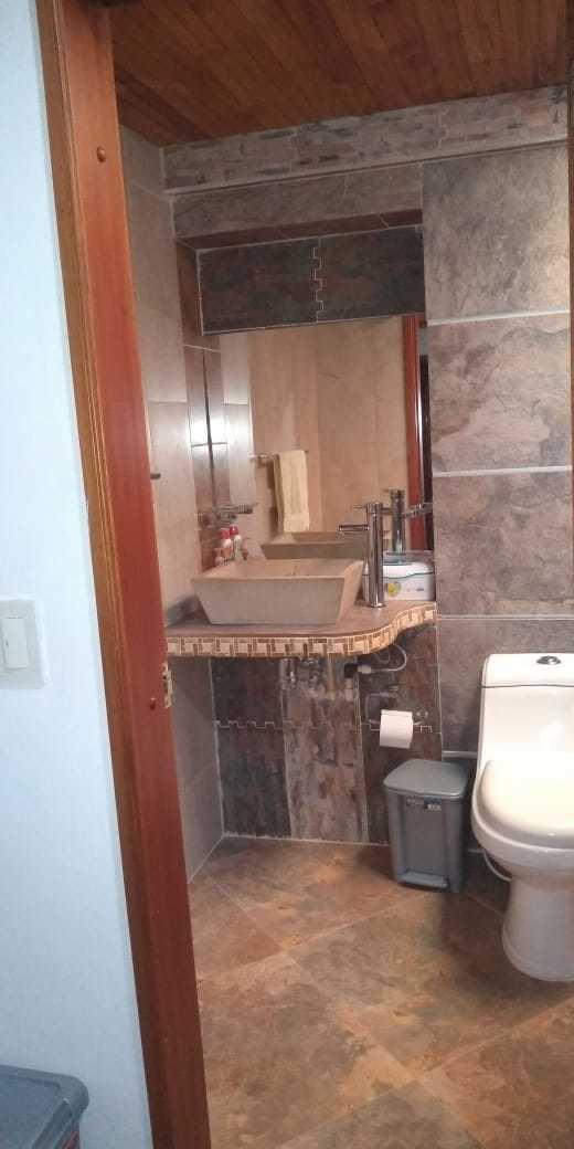 cómoda casa dos plantas 4 alcobas, 3 baños.