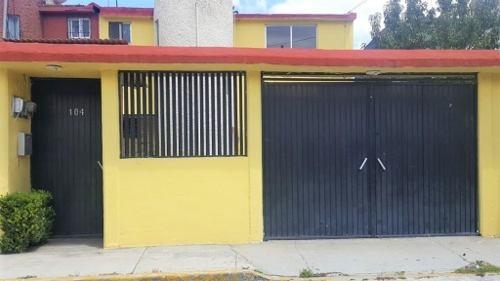 cómoda casa en venta en la col. electricistas
