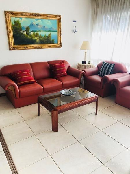 comoda casa en venta y/o alquiler anual en playa mansa