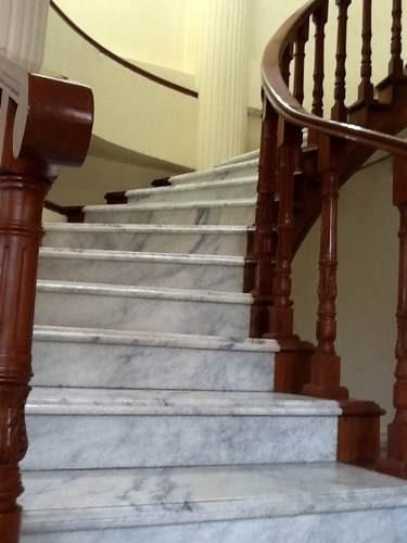 cómoda casa sola en esquina con uso de suelo comercial y excelente ubicación y acabados.