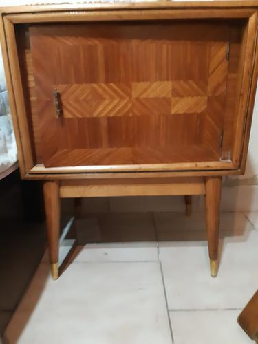 comoda con 2 mesas de luz de madera antiguas
