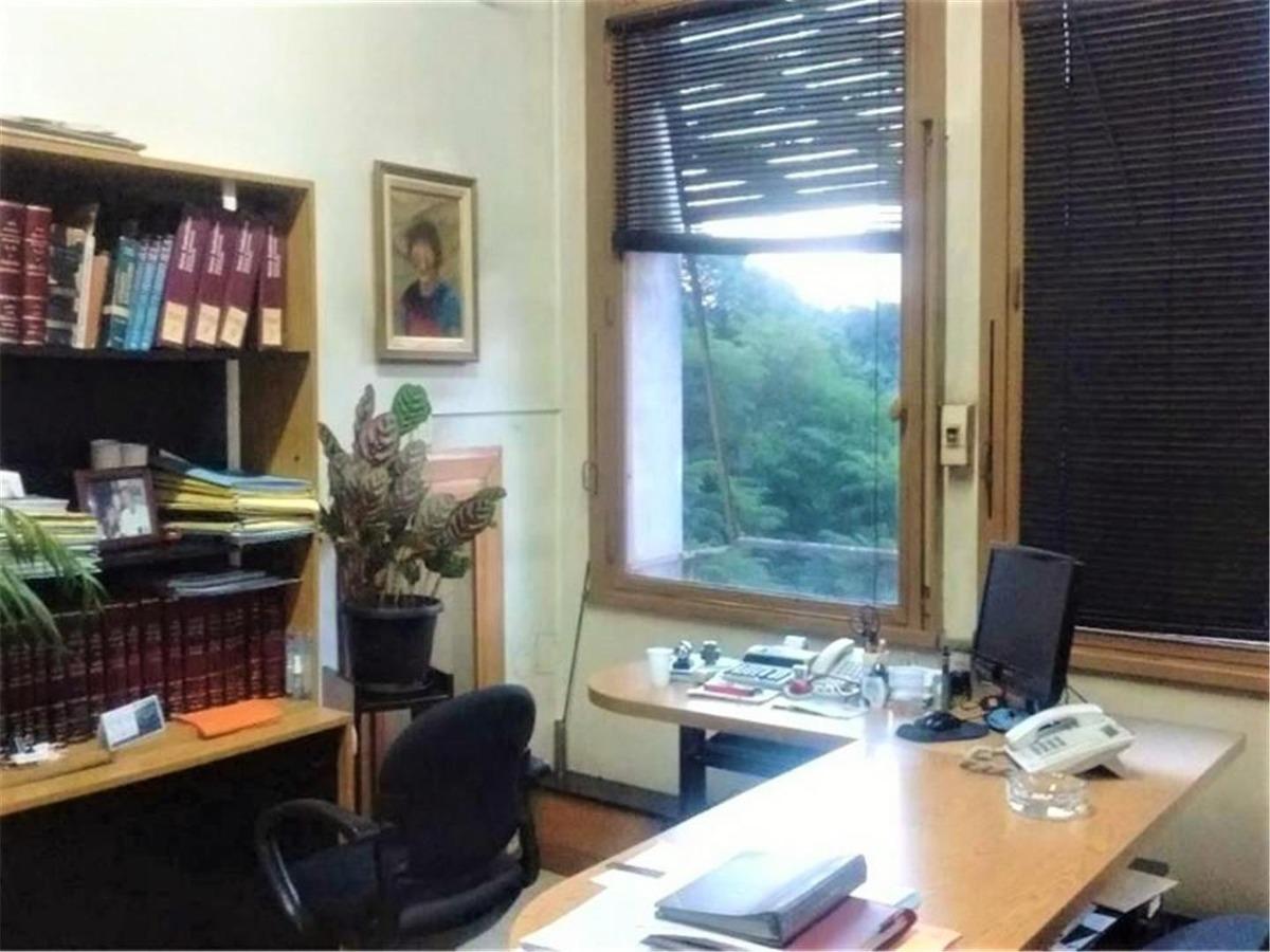 cómoda oficina sobre av. 9 de julio 7 ambientes al frente
