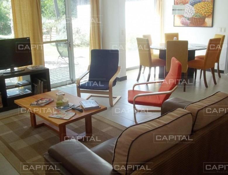 cómoda y luminosa casa de tres dormitorios en montoya-ref:25524