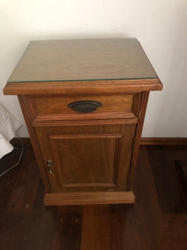 cómoda y mesas de luz de roble macizo