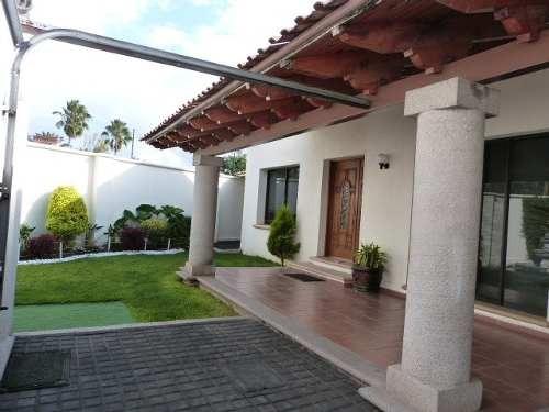 comodisima casa en venta de un nivel jurica