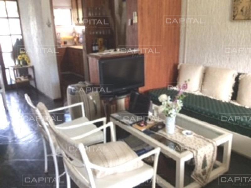 cómodo apartamento de dos dormitorios en playa mansa-ref:26701