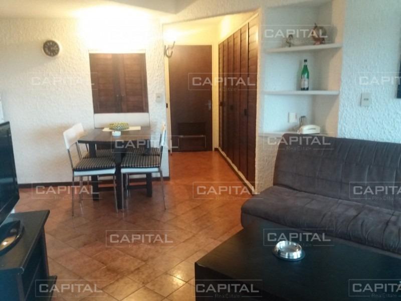 cómodo apartamento de un dormitorio sobre roosevelt-ref:28568