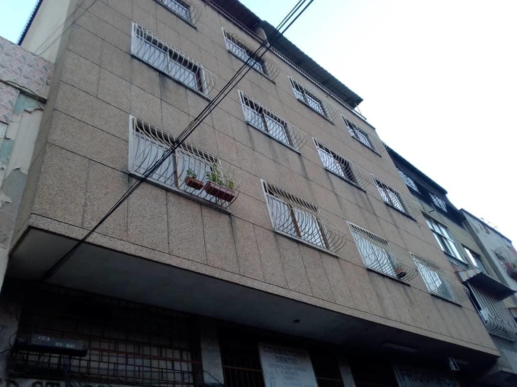 cómodo apartamento en altavista. buena zona