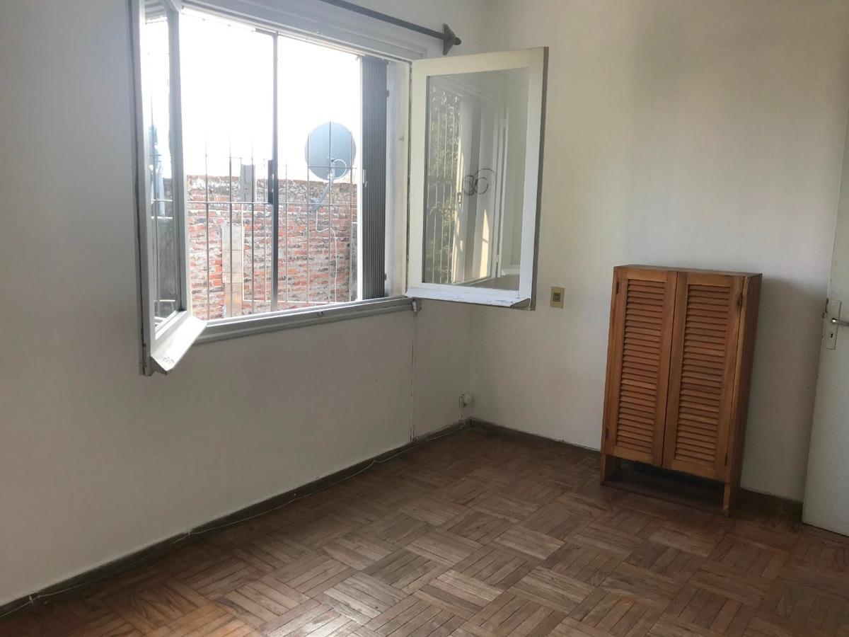 cómodo apartamento por juncal, a dos cuadras de av. españa.