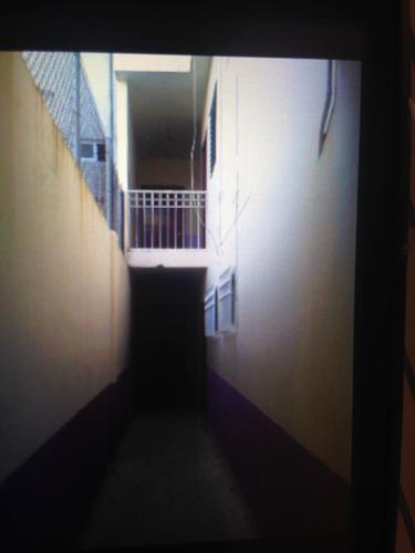 cómodo departamento cercano a universidad y zona comercial.