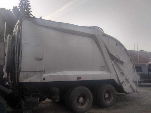 compactador de basura jalando al 100
