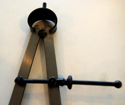 compasso seco 30cm com rosca reguladora e mola