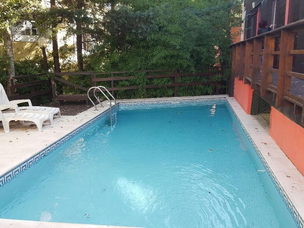 complejo de 5 unidades con piscina