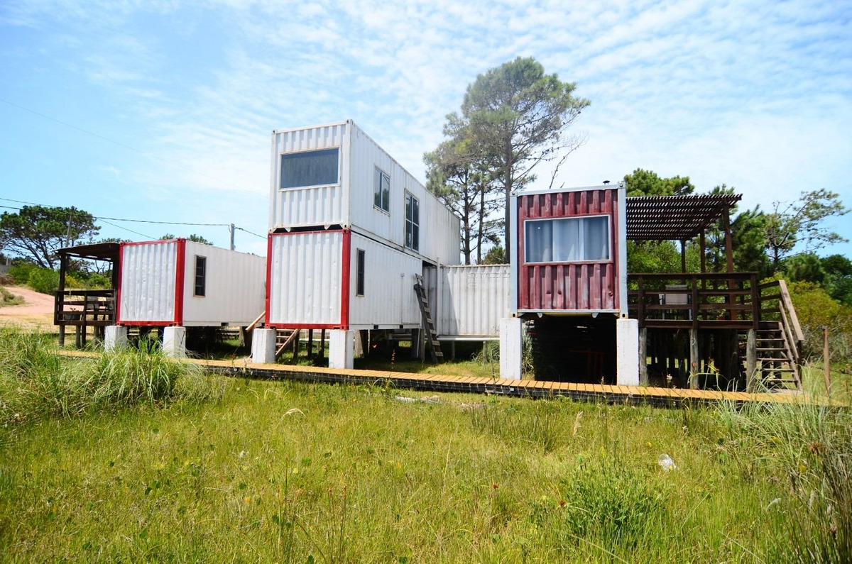 complejo de casa en punta del diablo - con módulo a terminar