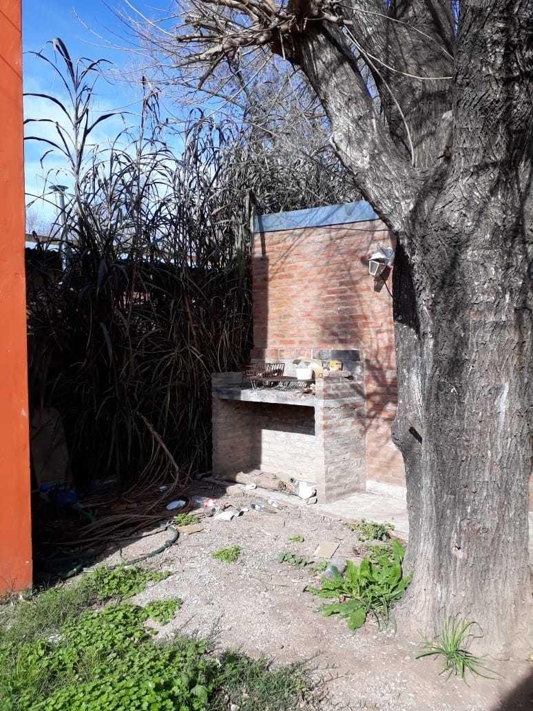 complejo de casas en barrio las tardes (roldan)
