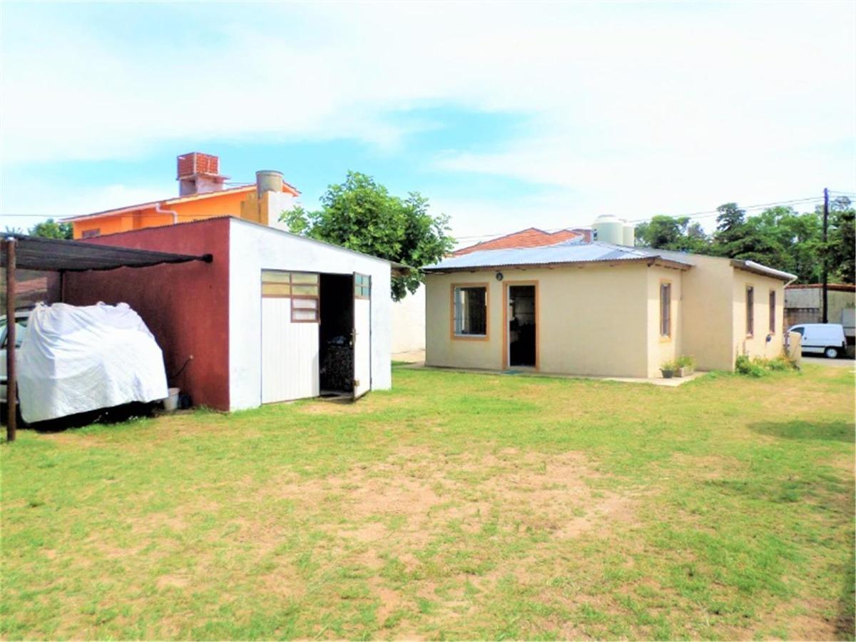 complejo de casas sobre terreno de 15 x 37,5 m