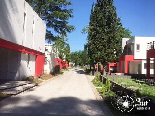 complejo de condominios casas del bosque. 4 ambientes con patio propio.