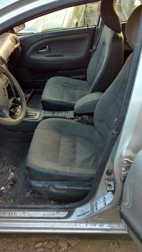 completo o desarmo y vendo partes volvo v40 aut. 4 cil 2002