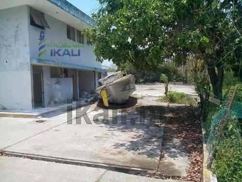 compra-venta de terrenos en tuxpan. se encuentra abordo de la carretera tuxpan - tampico, en la colonia universitaria en el municipio de tuxpan veracruz. es un terreno de 5,800 m² (aproximadamente) c