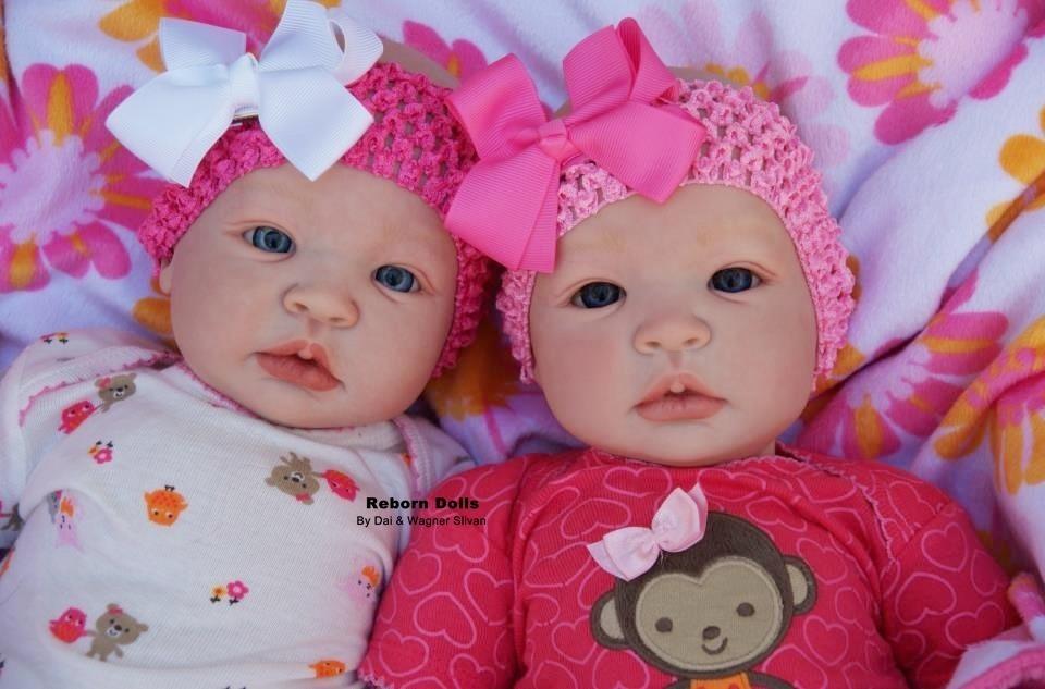 98161d8b5 comprar bebê reborn gêmeas super realista em promoção. Carregando zoom.