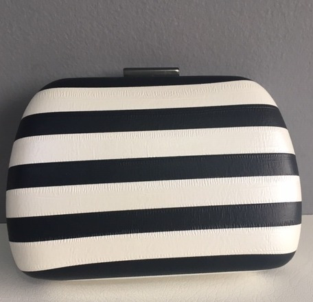 f4278b232 Comprar Linda Bolsa Clutch Listrada Preto E Branco Oferta - R$ 170 ...