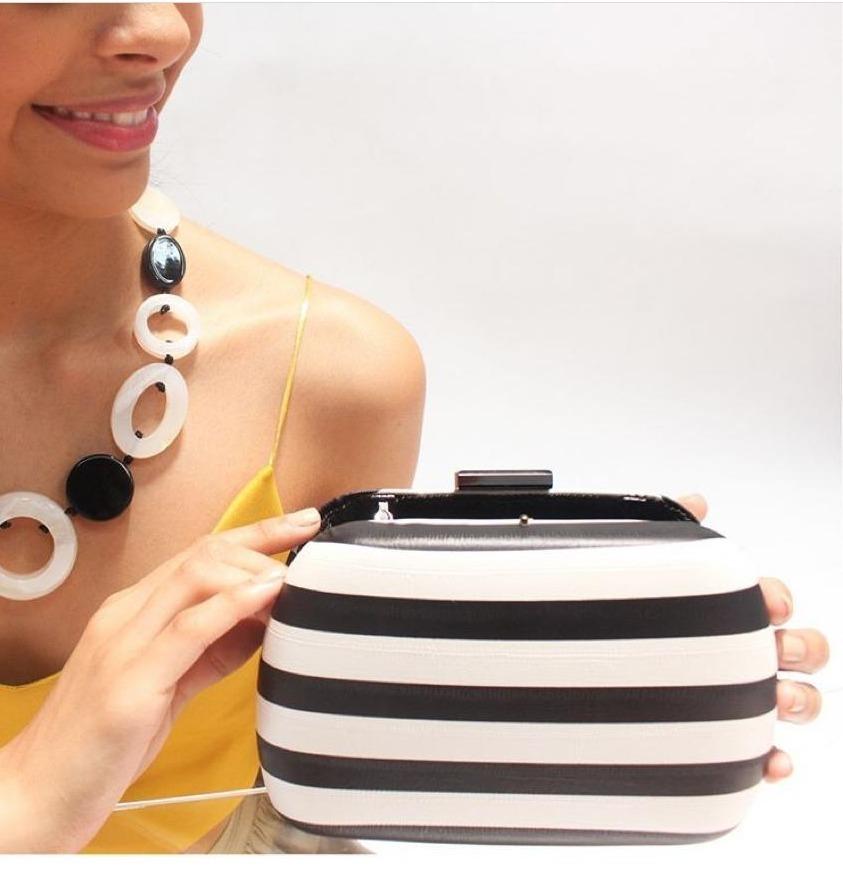 1b0b45b28 comprar linda bolsa clutch listrada preto e branco oferta. Carregando zoom.