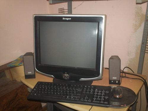 computadora de escritorio completa incluida la mesa