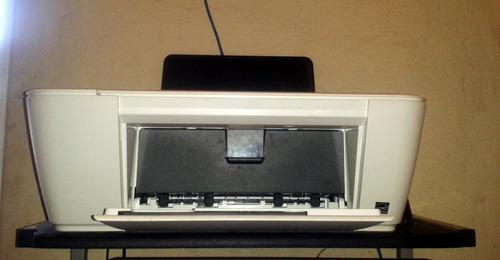 computadora de mesa con todo