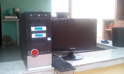 computadora de mesa en perfectas condiciones