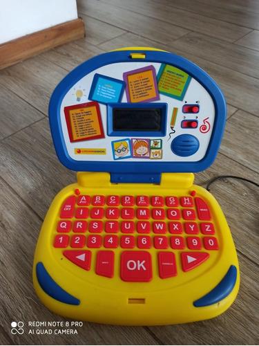 computadora juego para el aprendizaje del idioma italiano.