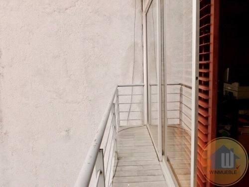 con balcón, a solo una calle de la torre mayor
