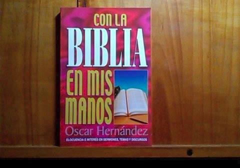 con la biblia en mis manos