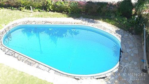 con piscina y excelente vista