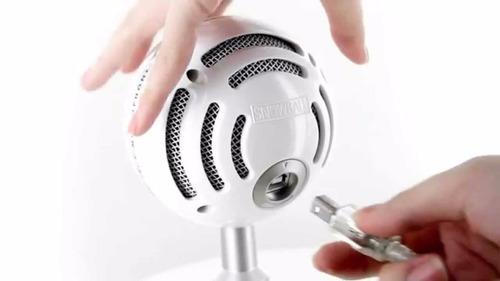 condensador con blue micrófono