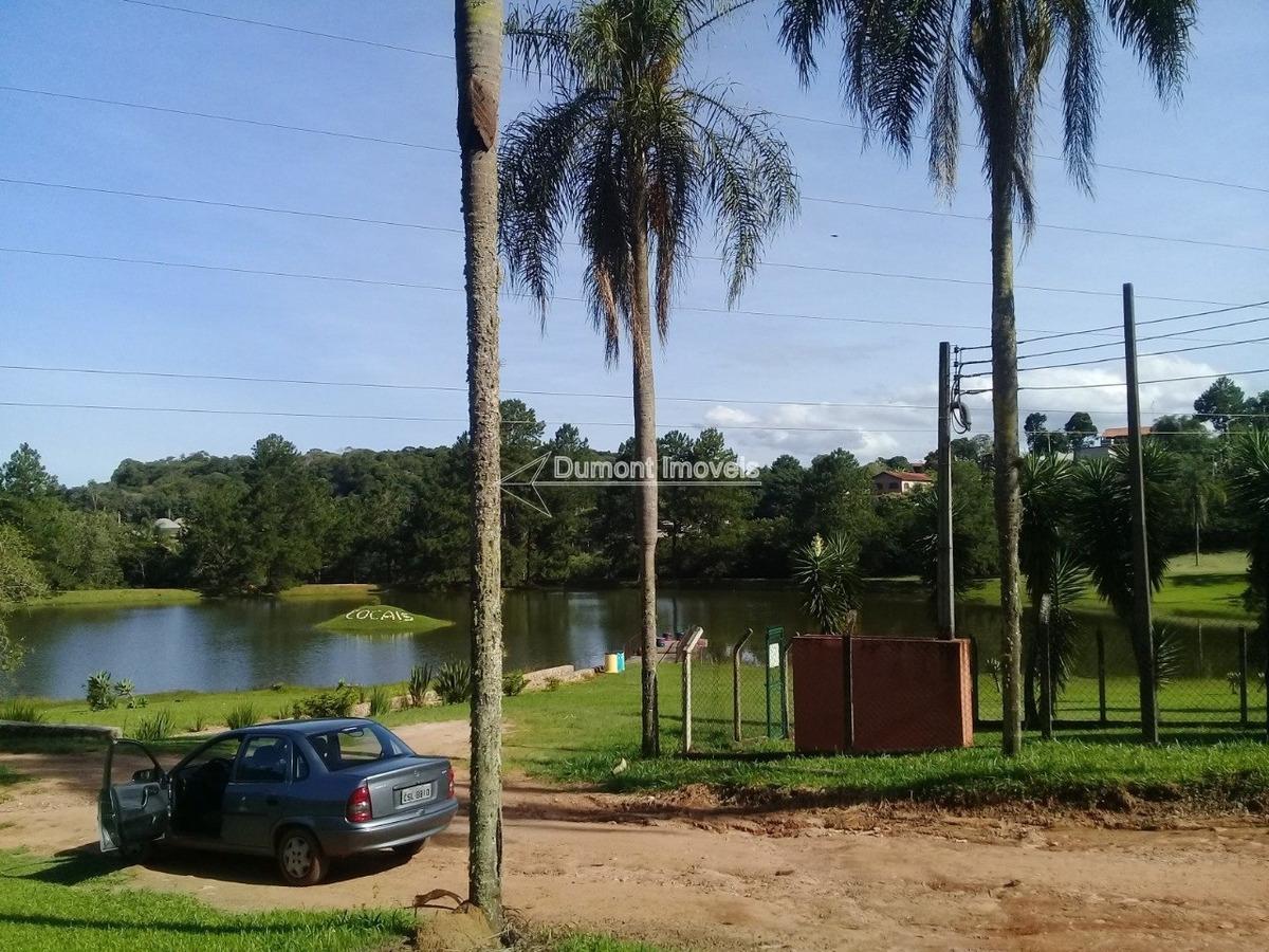 condomínio com clube maravilhoso e acesso a represa.
