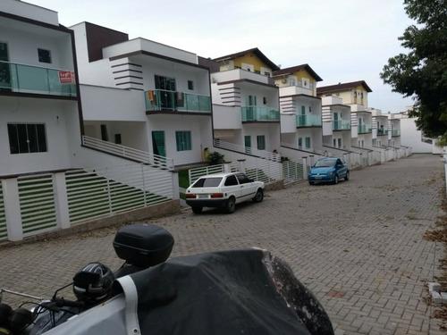condominio de sobrados bairro velha.com tres dormitorios  sendo um suite, dois quartos servidos por banheiro social, amplo living com ambientes integrados , lavabo , banheiro auxiliar na área de serv