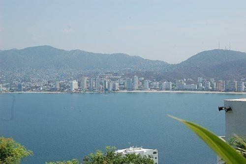 condominio sobre playa en la bahia de acapulco 1085