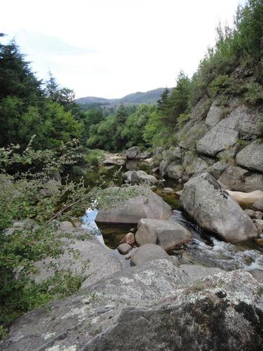 conecta con la natura! lote al río en la cumbrecita! en venta y se permuta!!