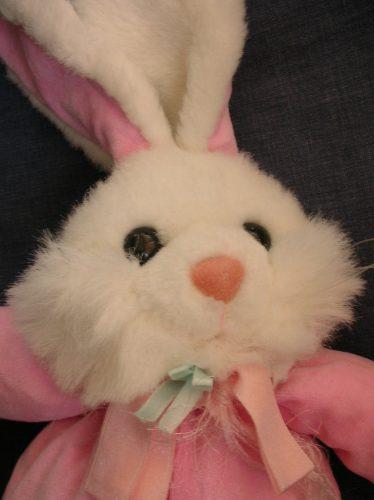 conejo de peluche rosado