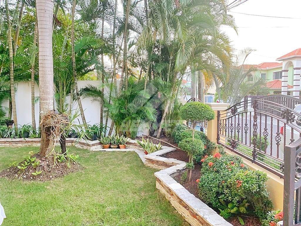 confortable casa con piscina proyecto cerrado urb. miami santiago